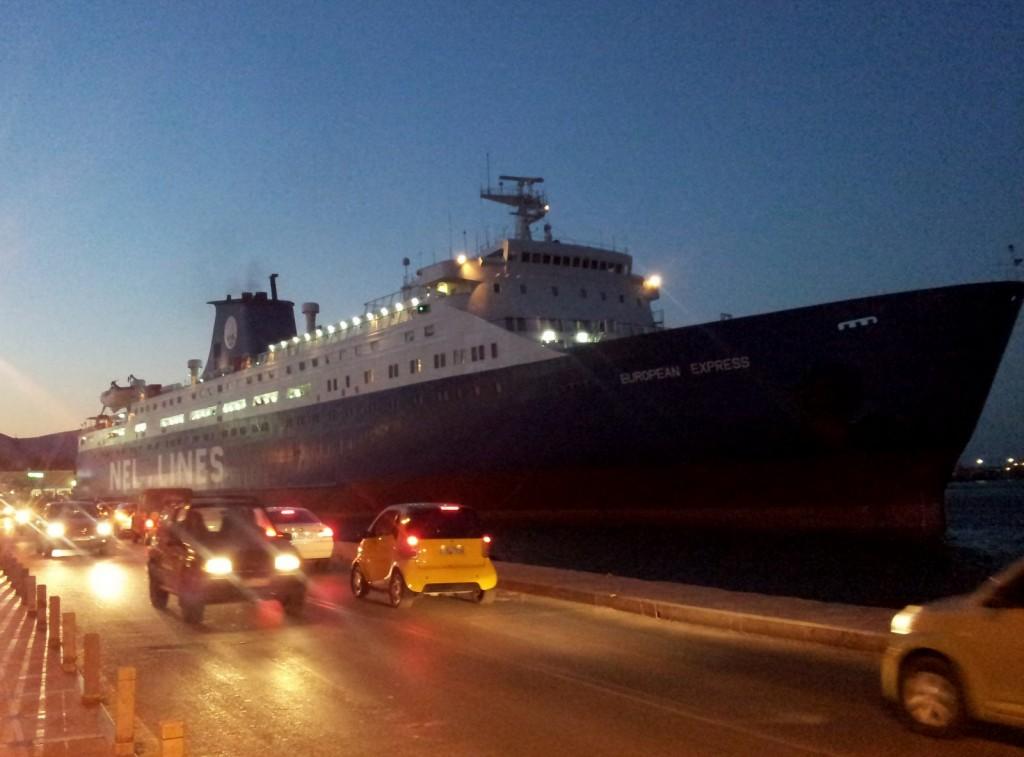 Fähre im Hafen von Chios