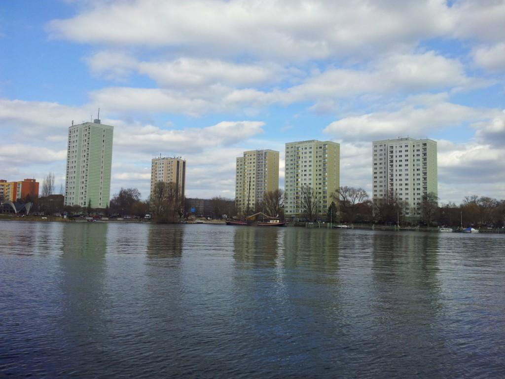 In Potsdam sehen selbst die Plattenbauten idyllisch aus.
