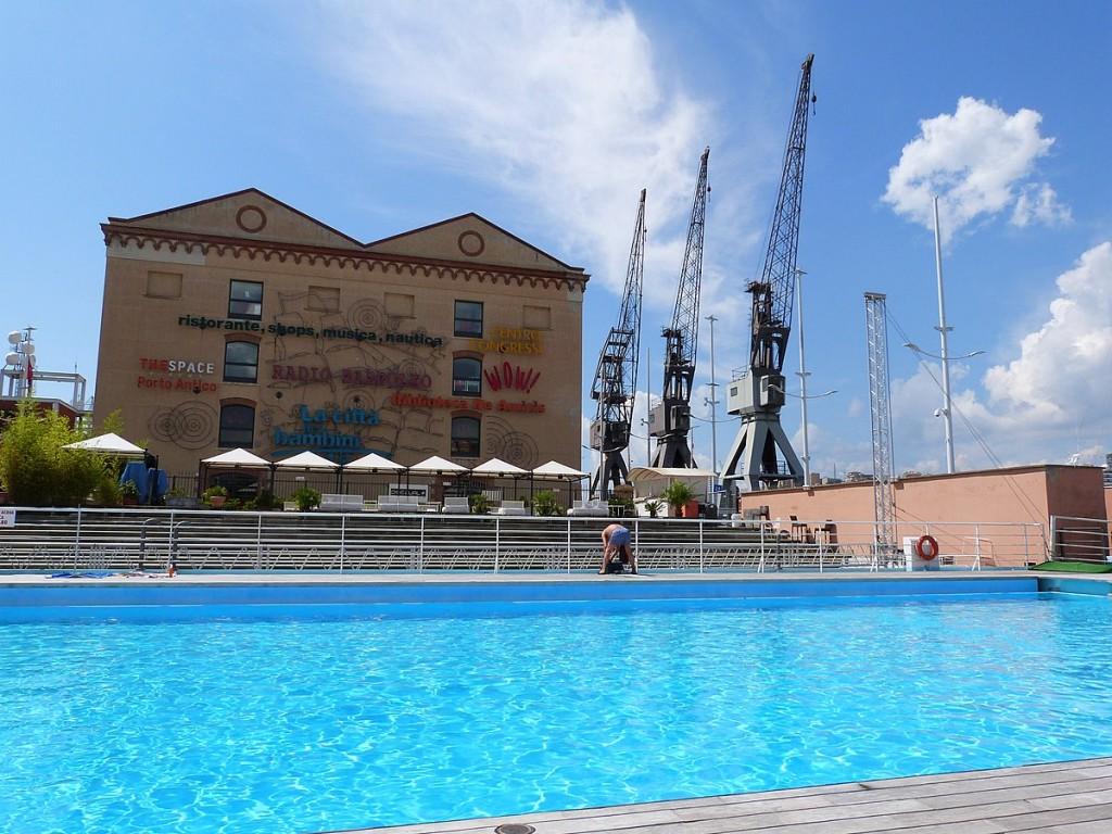 Hafen Genua Schwimmbad Pool Hafenbecken