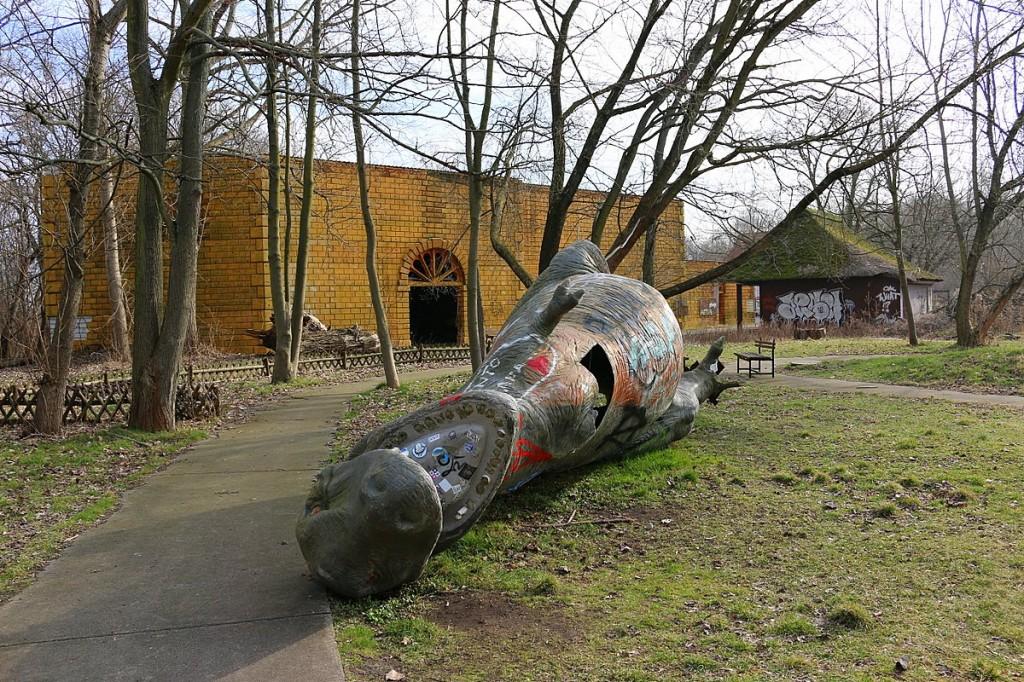 Spreepark Berlin umgefallener T-Rex