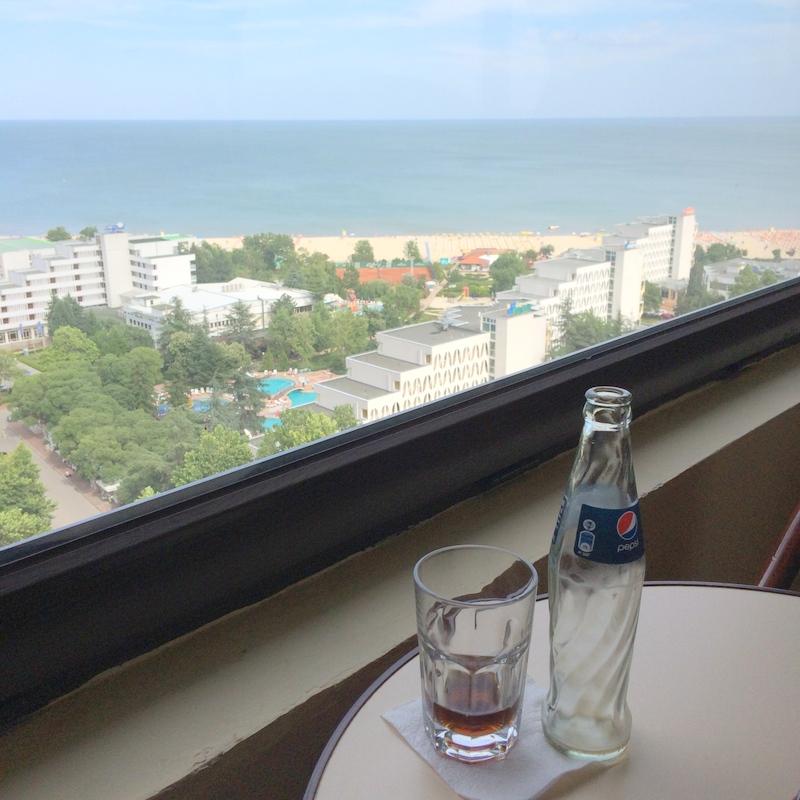 Die Bar im Hotel Dobrudscha in Albena bietet den besten Ausblick über die Schwarzmeerküste.