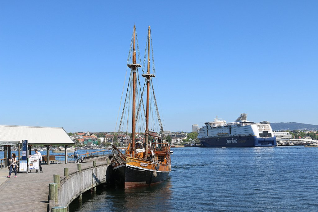 Hafen von Bygdoy mit Schiff