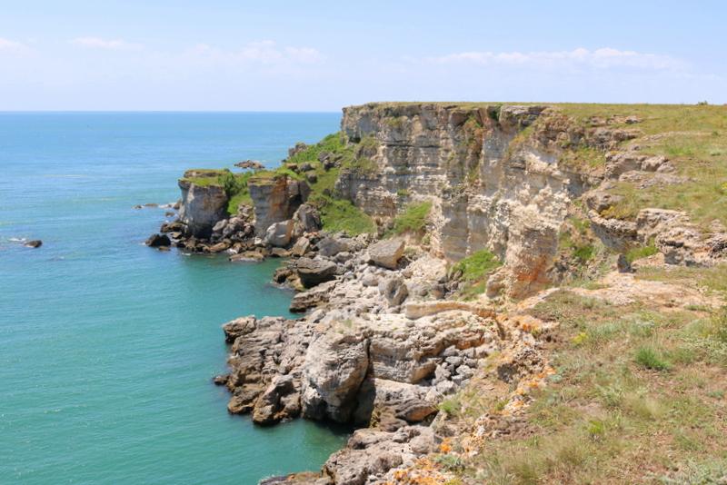 Bei Kamen Bryag findet sich nicht nur eine wunderschöne Steilküste. Hier gibt es auch Felsformationen. Die Nekropolis der Thraker gehört zu den ältesten Zeugnissen von Siedlungen in der Region.