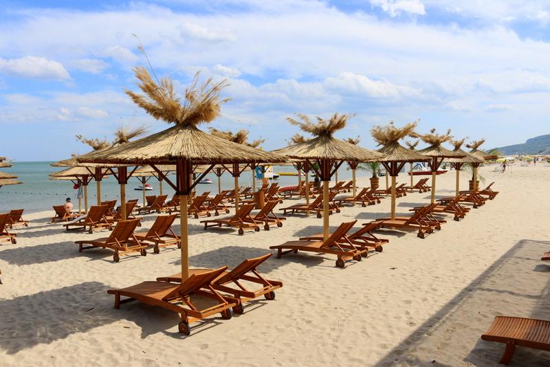 Auch einen schönen Ausblick auf die Küste hat man an der Ganvie Cocktailbar in Albena.