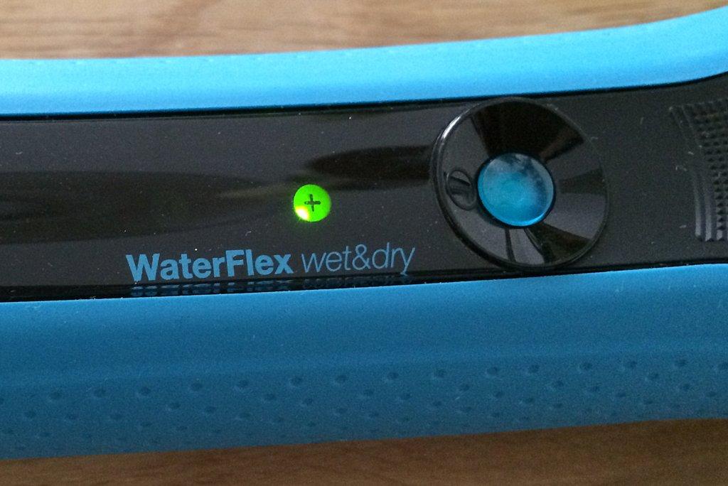 Der Akku des Braun WaterFlex ist fest verbaut und hält einige Rasuren durch.