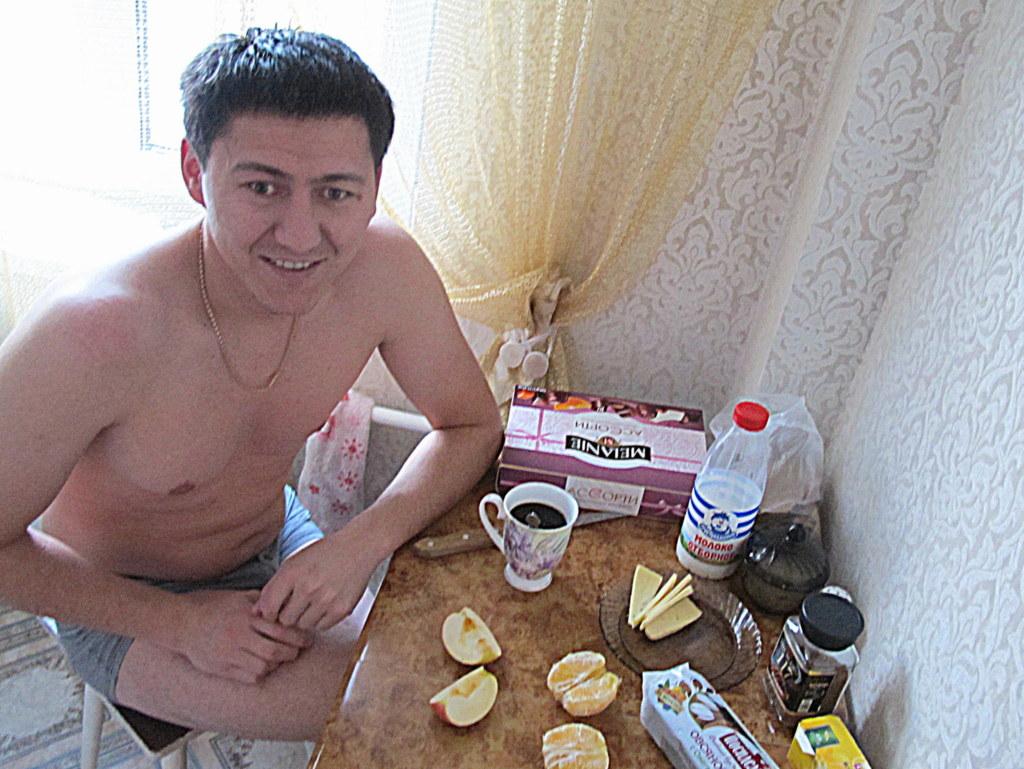 Gefrühstückt wurde größtenteils ohne Klamotten.