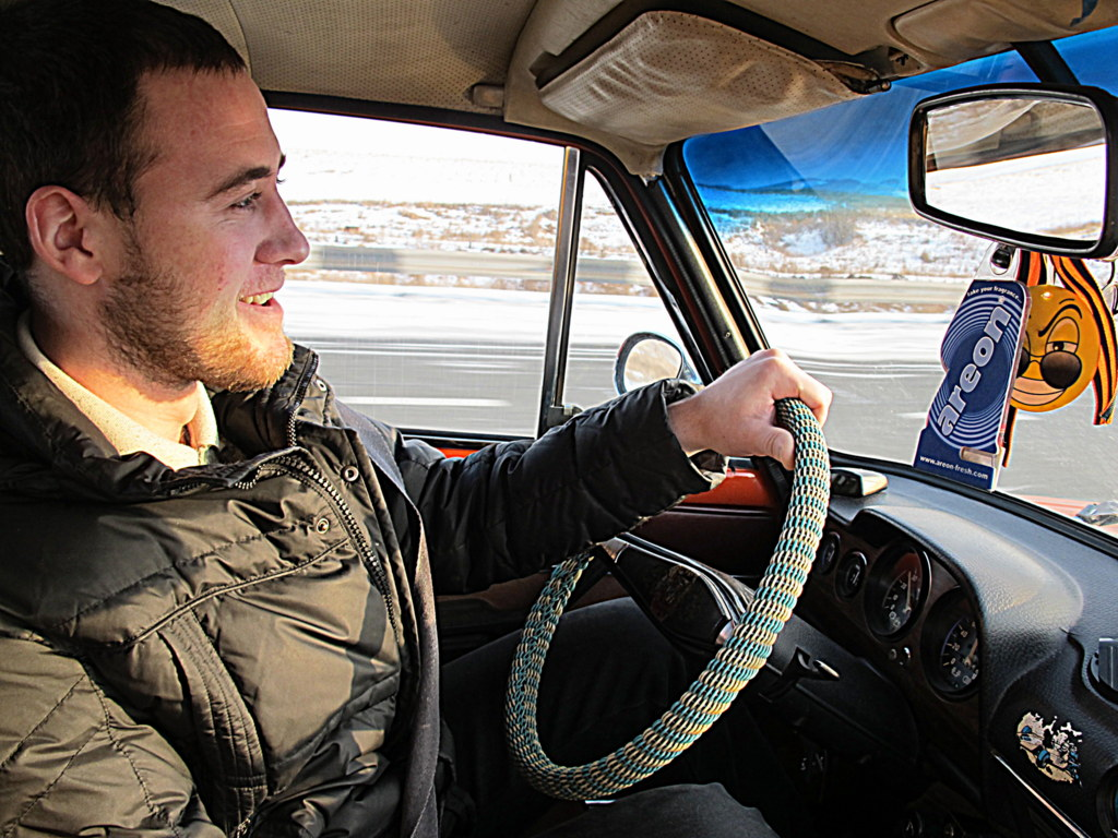 Fahrer Nikolai in seinem Lada