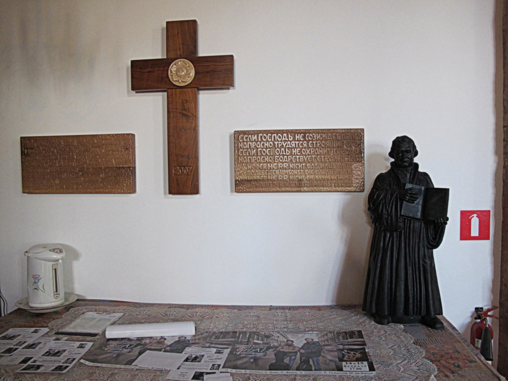 Auch Luther trifft man in der Kirche in Wladiwostok an.
