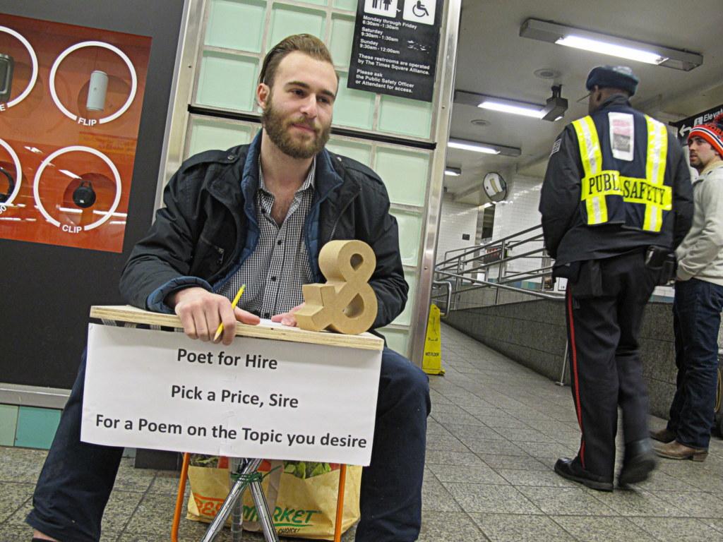 Dieser Poet schrieb mir in der U-Bahn ein Gedicht über Polizisten, die mich wegen ein paar Meter Fahrradfahrens und eines fehlenden Passes verhaften wollten.