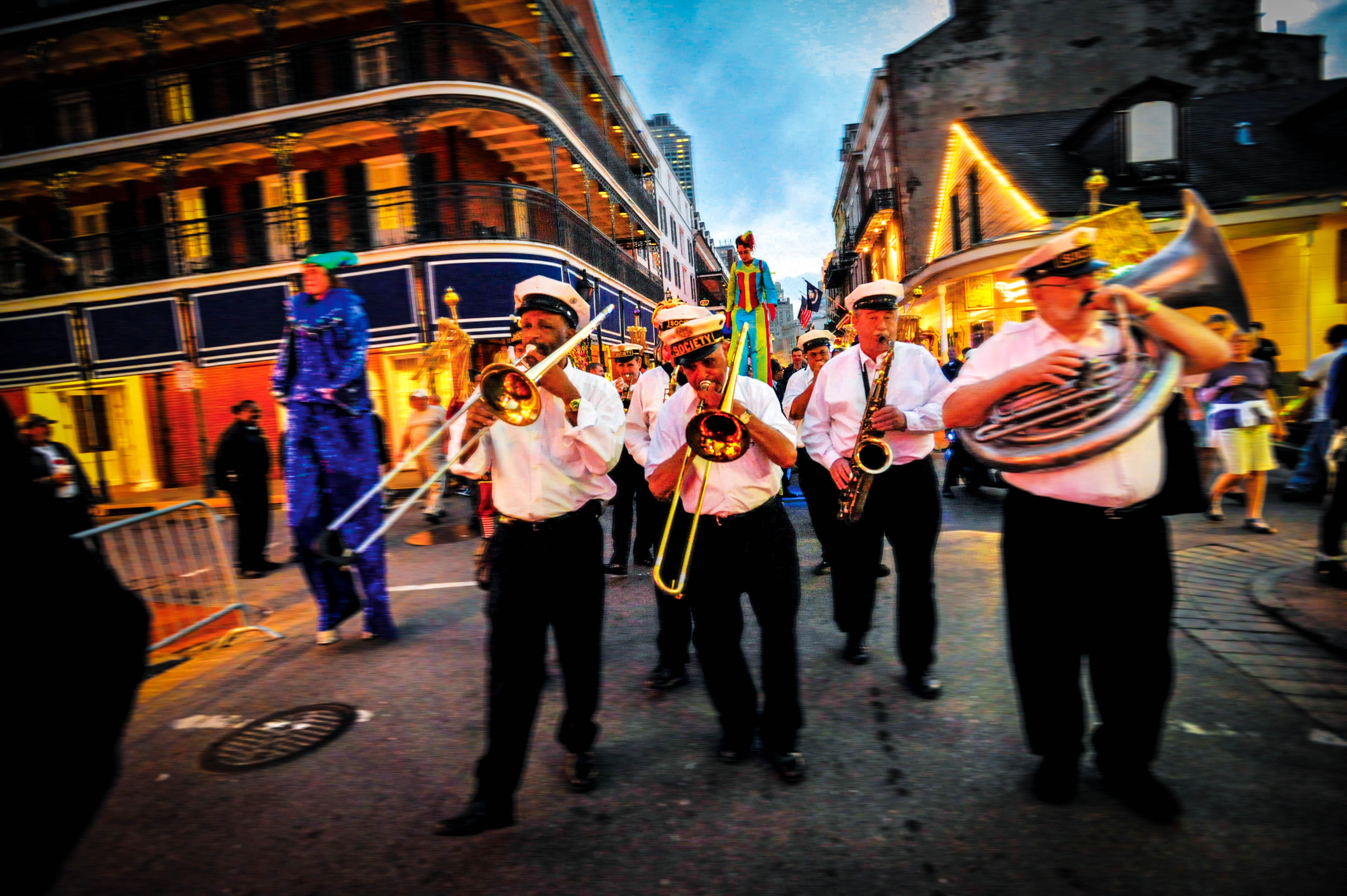 New Orleans - die Stadt des Mardi Gras. Der ist zwar vorbei aber Musik gibt es da immer. (Foto: NOCV)