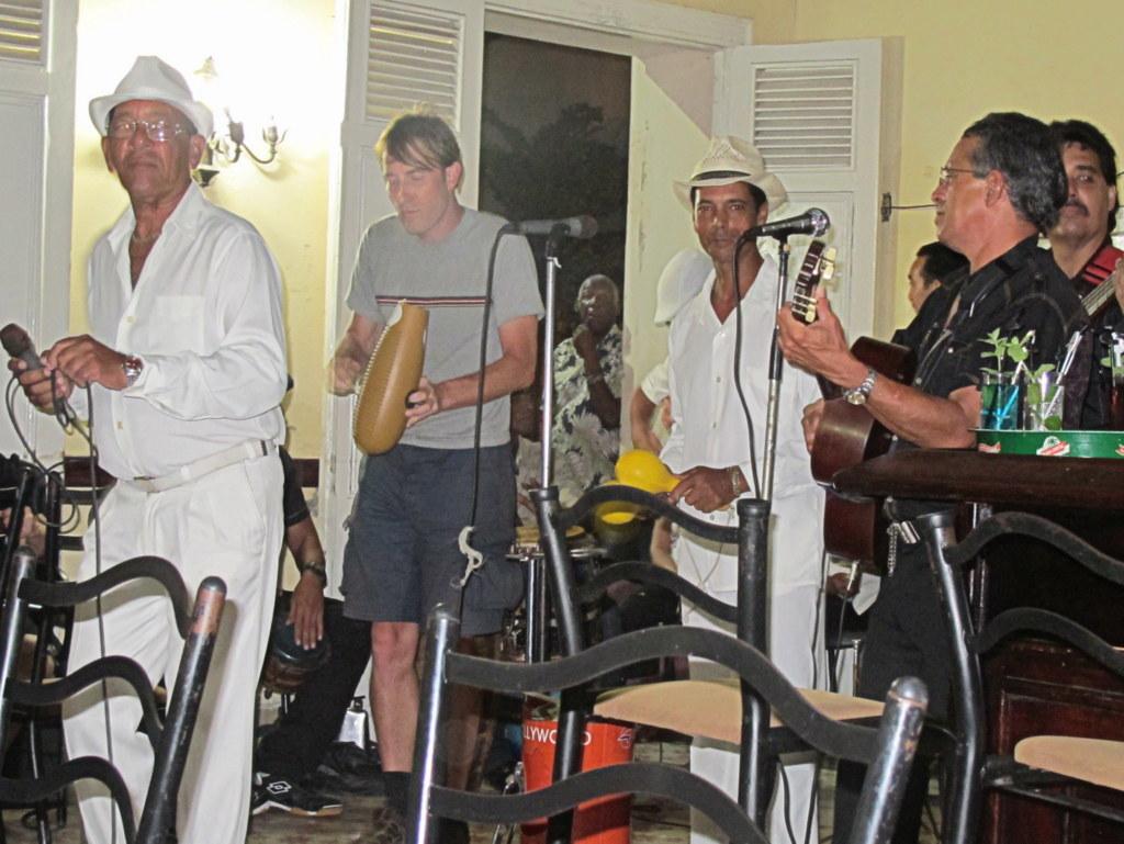 Das Güiro ist ein Perkussioninstrument aus MIttelamerika und wird auch in Kuba gern gespielt.