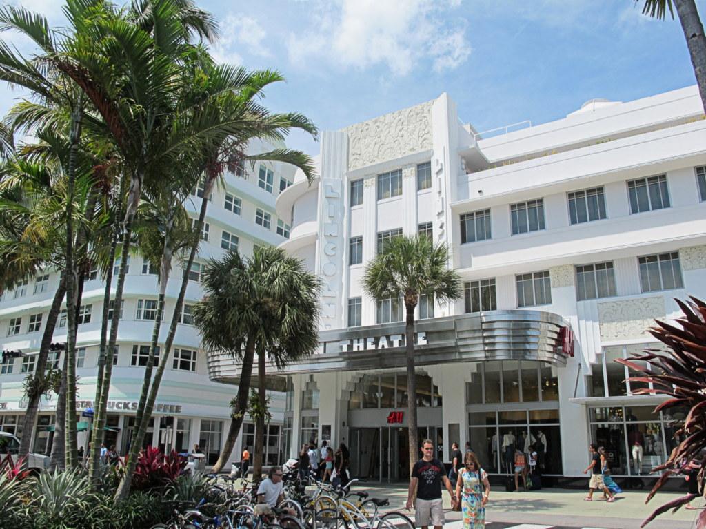 Die Art Deco-Gebäude in Miami sind beeindruckend.