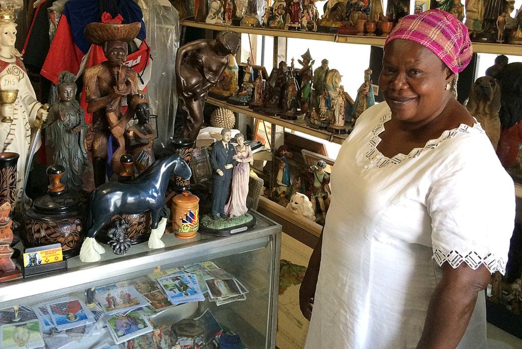 Verkäuferin Botanica Little Haiti Miami Voodoo