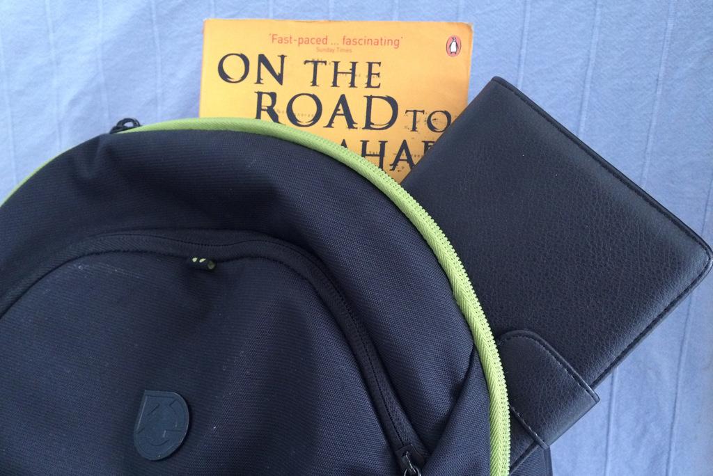 Kindle und Buch auf Reisen