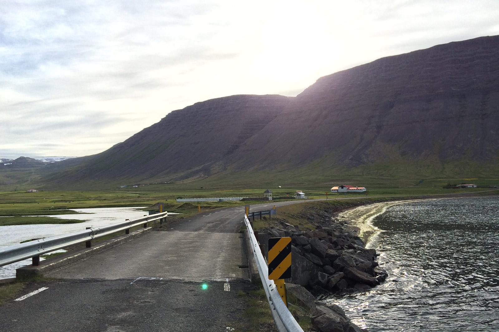 An dieser Brücke bei Bildudalur warteten wir dann nach dem Angriff der Terrorvögel.
