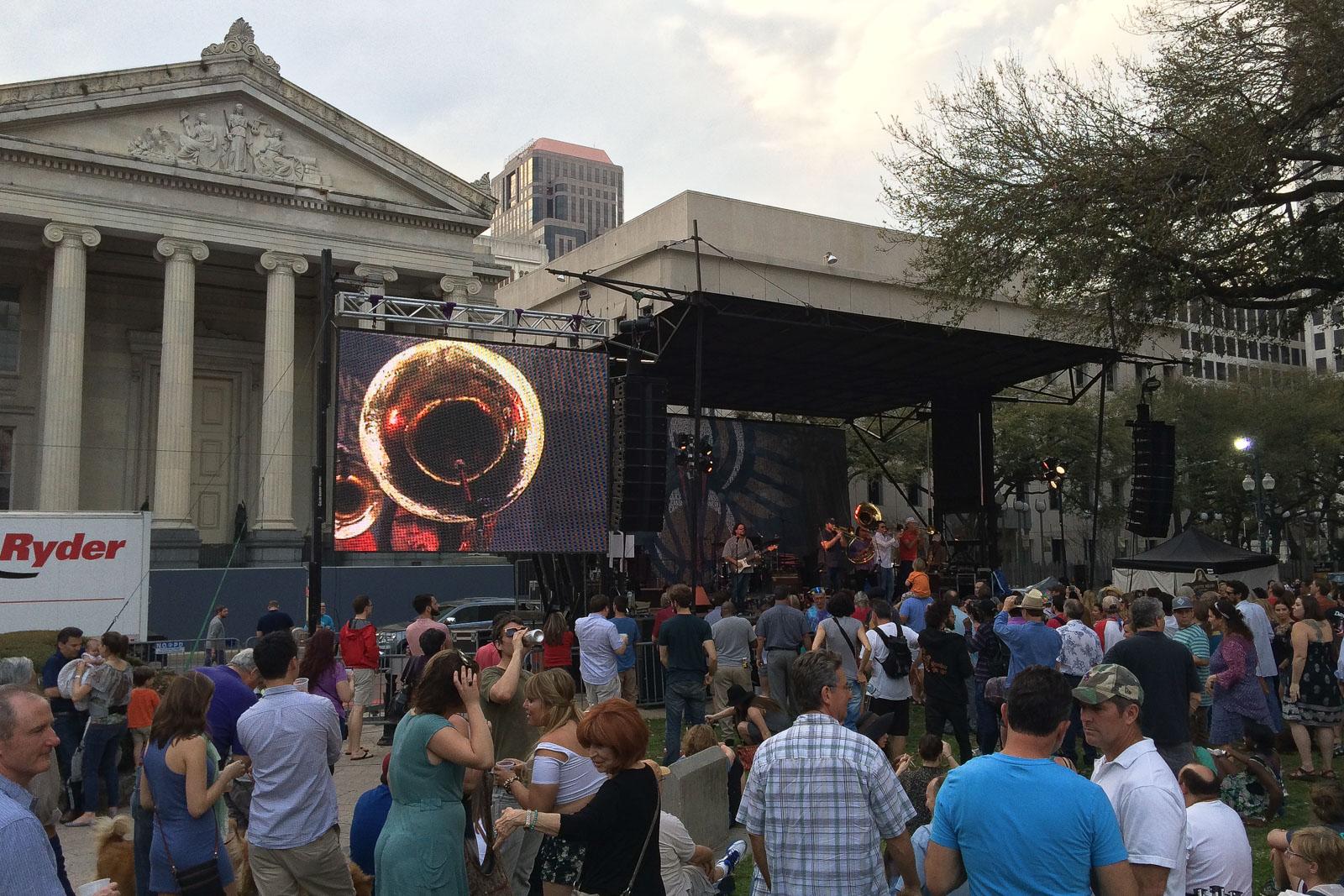 Beim Wednesday at the Square hört man einige der besten Bands der Stadt - umsonst und draußen.