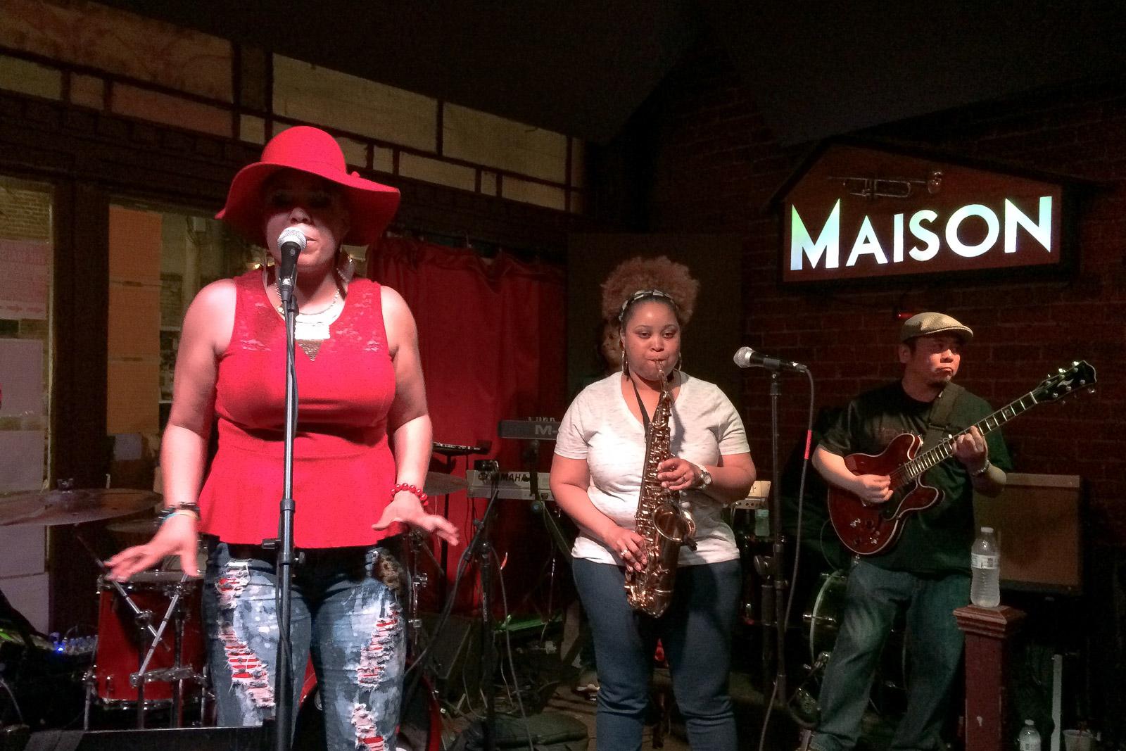 In Clubs wie dem Maison bekommt man feinsten Jazz oder Soul gratis - die Musiker freuen sich aber über Trinkgelder.