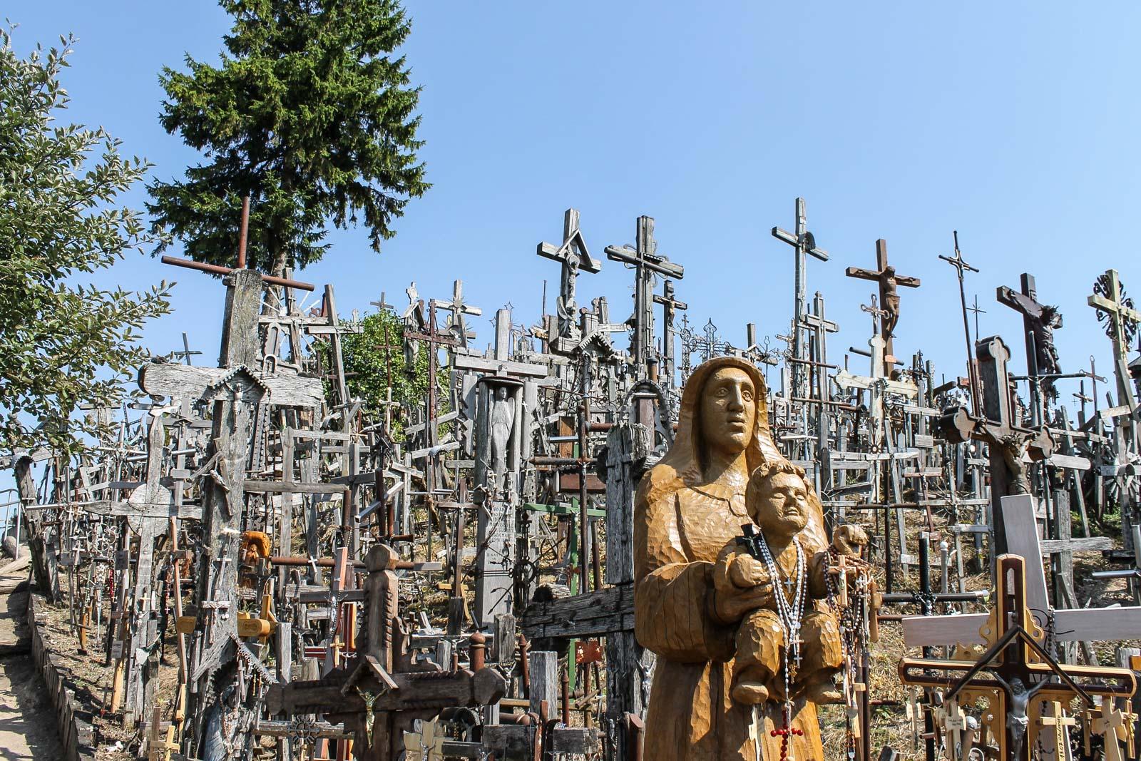 Der Berg der Kreuze in Litauen wurde aus Protest gegen die Religionspolitik der Sowjetunion errichtet und ist heute ein Wahrzeichen Litauens.