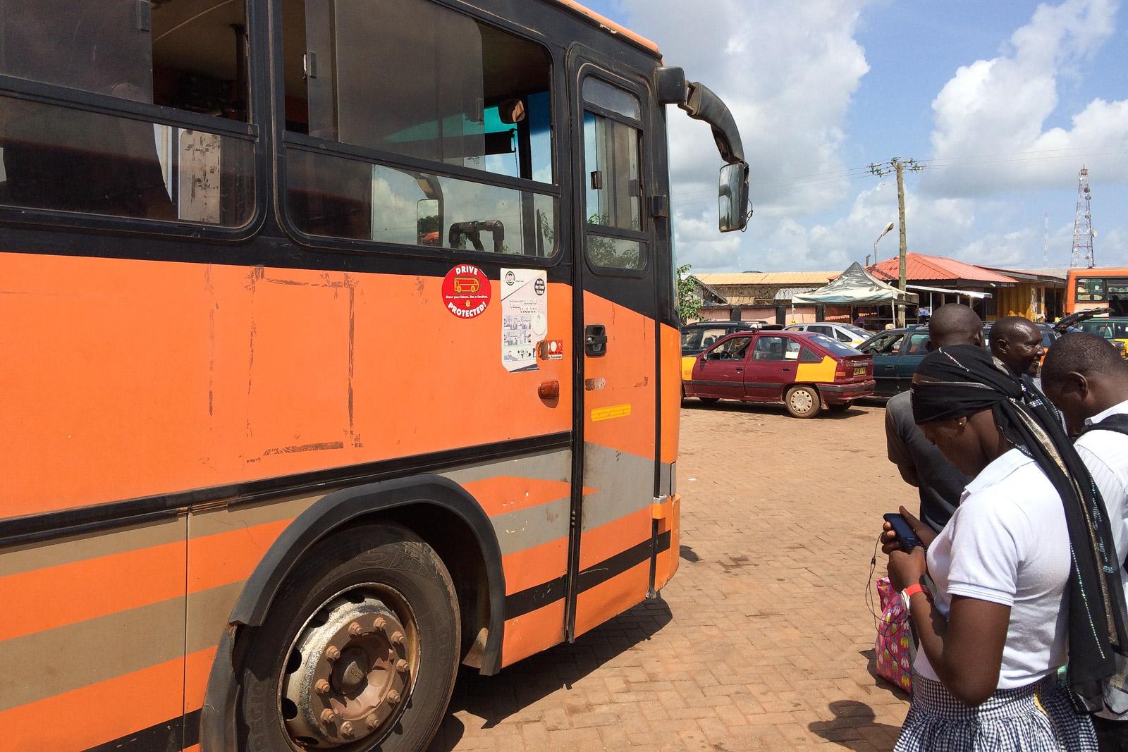 Der Bus ab Tamale bis Larabanga von Metro Mass war schon ziemlich alt, unten im Laderaum wurden gar lebende Ziegen verstaut.