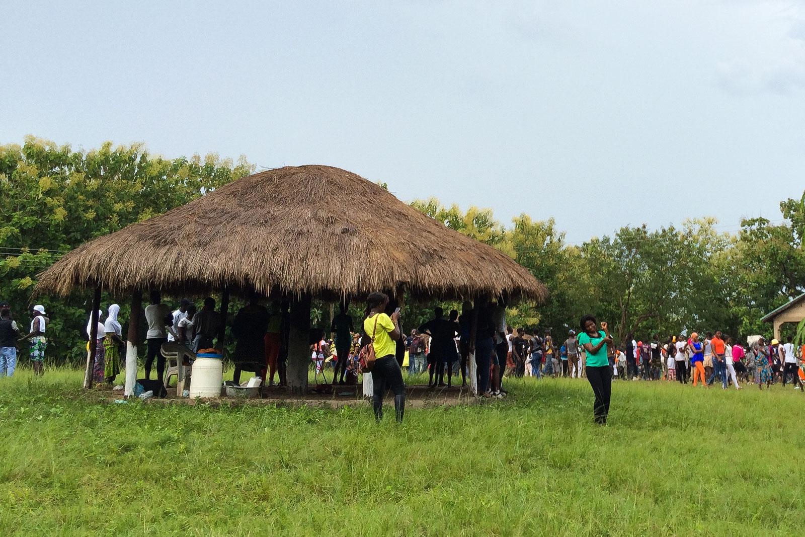Auf dem kleinen Festival haben die Besucher zu lokaler Musik und Reggae getanzt.