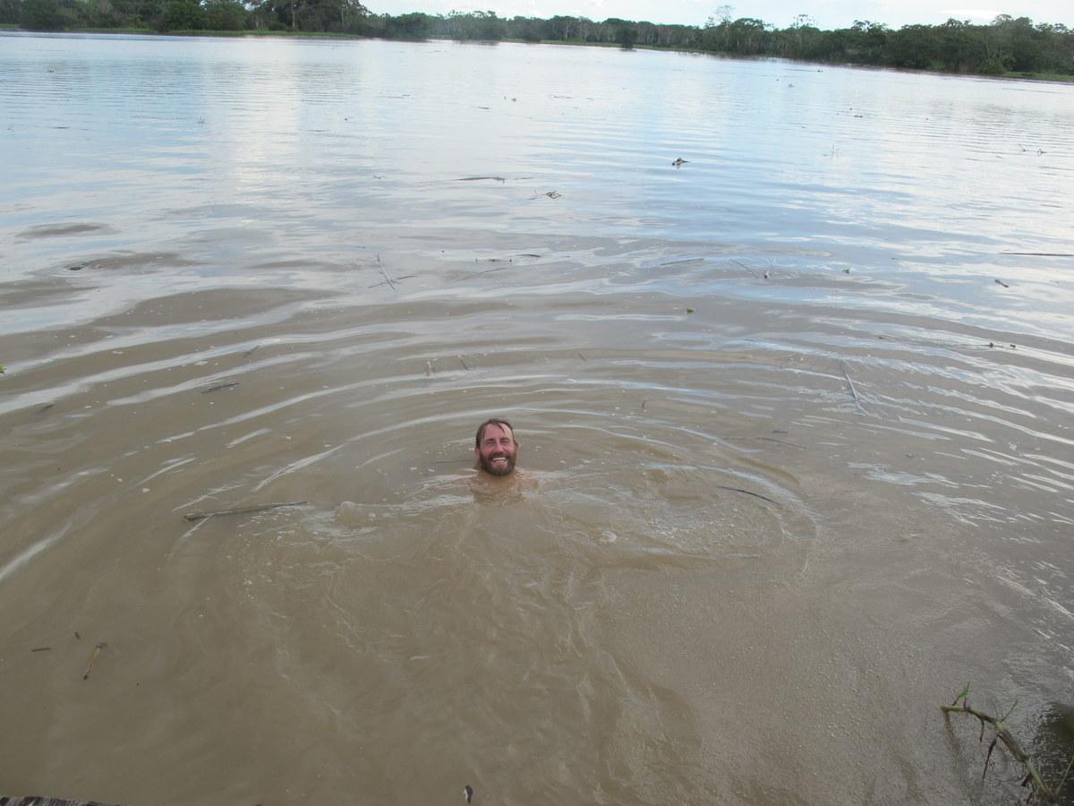 Schwimmen im Regenwald