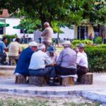 Albanien Spielen im Park
